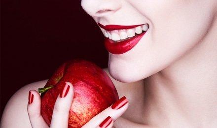 Гигиеническая процедура «Голливудская улыбка» от стоматологии Эстет-центр: ультразвуковая чистка, чистка налета методом Air flow, шлифовка и многое другое в стоимости! Всего 88 грн. вместо 220!