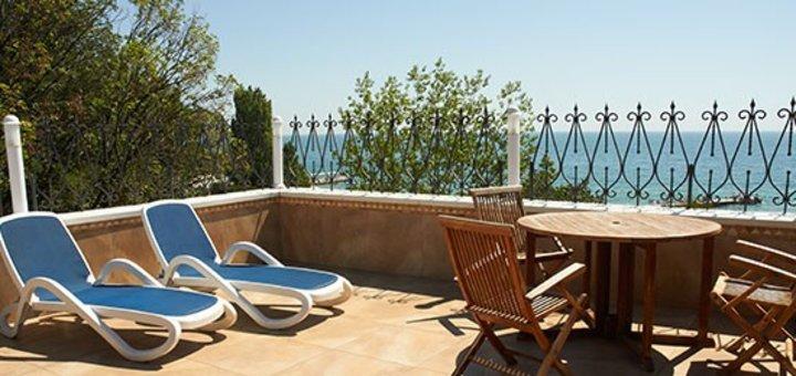 Отдых для двоих в шикарном отеле «Морской 4*» в Одессе: завтраки, шампанское и фрукты в номер, бассейн, тренажерный зал
