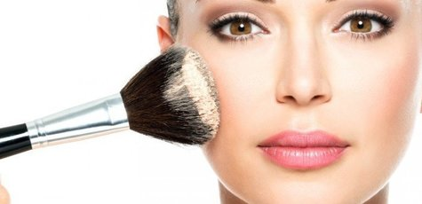 Woman-applying-makeup-720x340