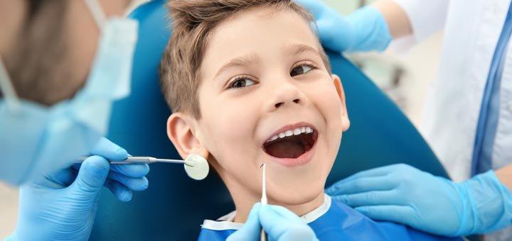 Чистка и фторирование зубов для детей, составление плана лечения в стоматологии «Твоя усмішка»